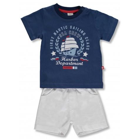 Conjunto pantalón corto blanco y camiseta azul nautic