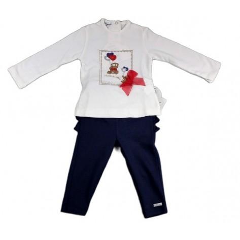 Conjunto leggins marino con volante detrás y camiseta beige lazo rojo