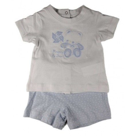 Conjunto pantalón corto celeste estrellas y camiseta blanca