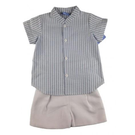 Conjunto pantalón blanco corto y camisa rayas azul manga corta