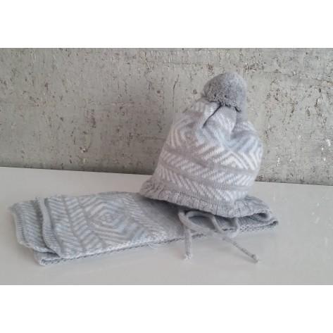 Conjunto gorro gris y azul con pompon y bufanda