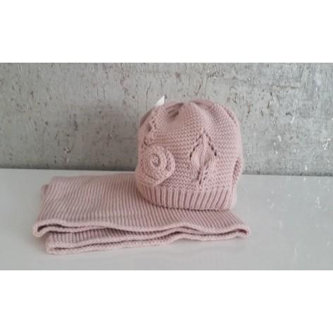 Conjunto gorro sin pompon flor rosa palo y cuello