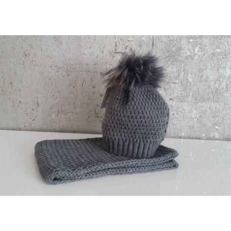 Conjunto gorro gris con pompon pelo y cuello