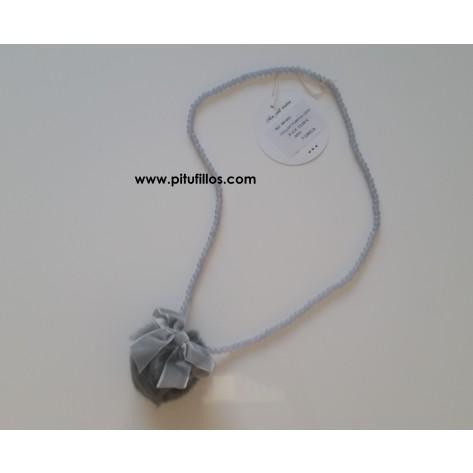 Collar pompn gris