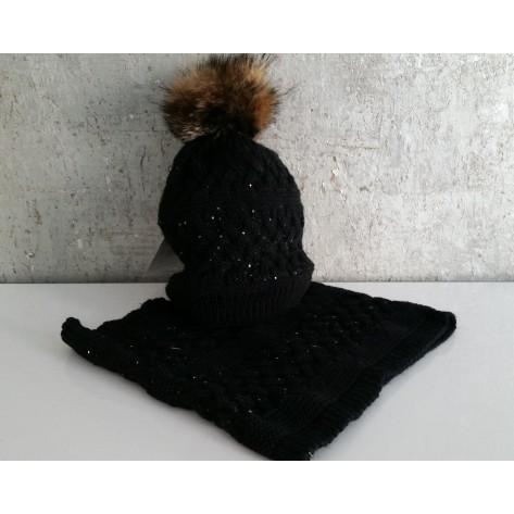 Gorro negro con brillantes pompon pelo y cuello
