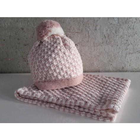 Gorro rosa con blanco con pompon y cuello