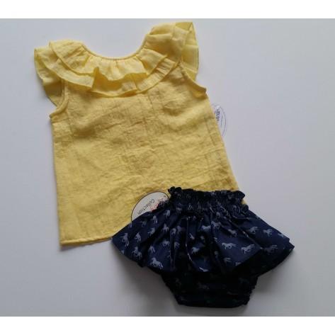 Braguita con falda denim caballos y blusa amarilla