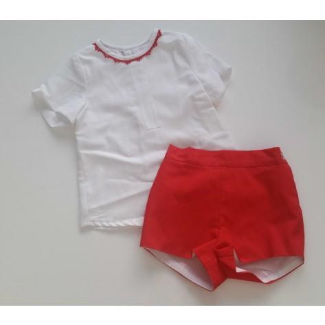 Conjunto pantalón corto rojo y blusa blanca
