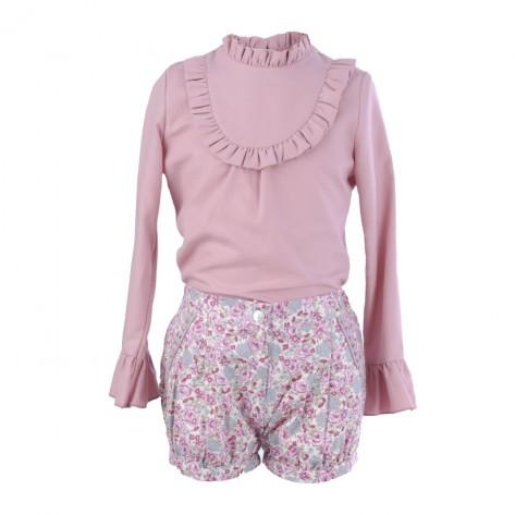 Conjunto blusa y short flor rosa fondo beige