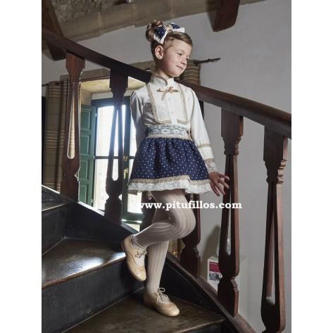 Conjunto falda marino y blusa beige