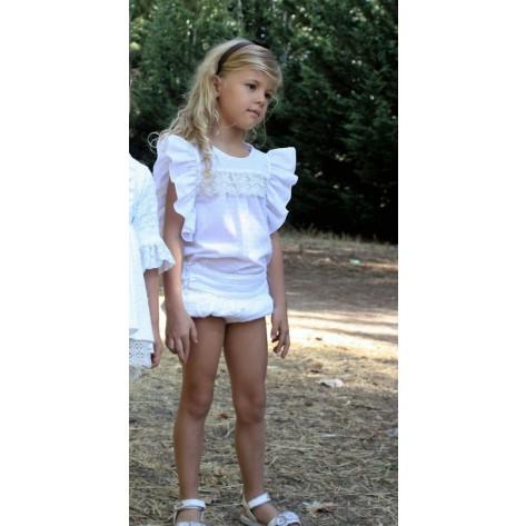 Conjunto blusa plumeti blanca y camel con short volantes