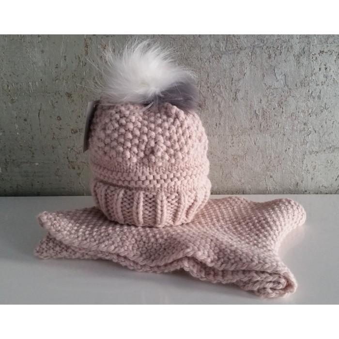 Gorro rosa empolvado con pompon pelo blanco y gris y cuello - Otras ... a8a9f3775fc