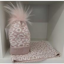 Conjunto gorro pompón pelo + cuello print rosa