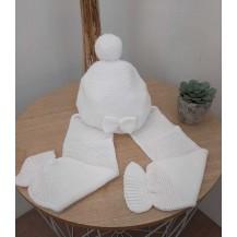 Gorro con bufanda lazo blanco