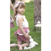 Conjunto short rosa con volantes y blusa beige