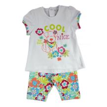 Conjunto niña leggins flores y camiseta.