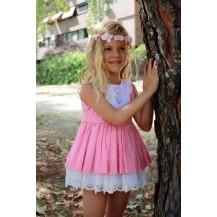Vestido plumeti vuelo rosa con puntilla blanca y lazo detrás