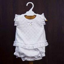 Blusa troquelada + braguita blanca