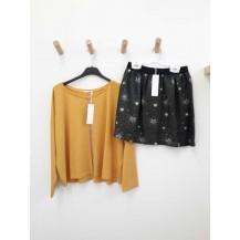 Falda carbón estrellas + blusa mostaza